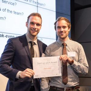 Andreas Maslo und Florian Holl bei Award Verleihung reporting 3.0 konferenz