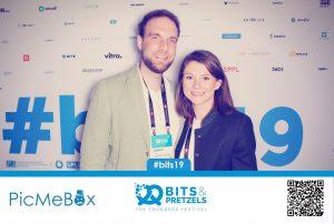 Fotobox Bild mit Nuvia Maslo und Andreas Maslo bei Bits & Pretzels